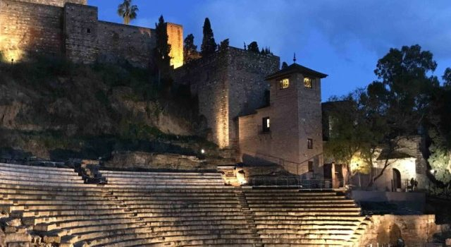WHAT TO DO AND SEE -teatro romano -Alcazaba